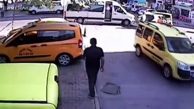 Otomobil öğrenci servisine böyle çarptı