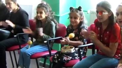 Özel gereksinimli çocuklar İran'ın sıfır noktasında doyasıya eğlendi