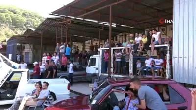 Antalya'daki nefes kesen drift gösterilerini çatılardan izlediler
