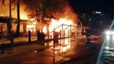 Fethiye'de ahşap restoran tamamen yandı