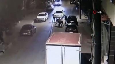 Alacaklısının arabasına kurşun yağdırdı... Korku dolu anlar kamerada