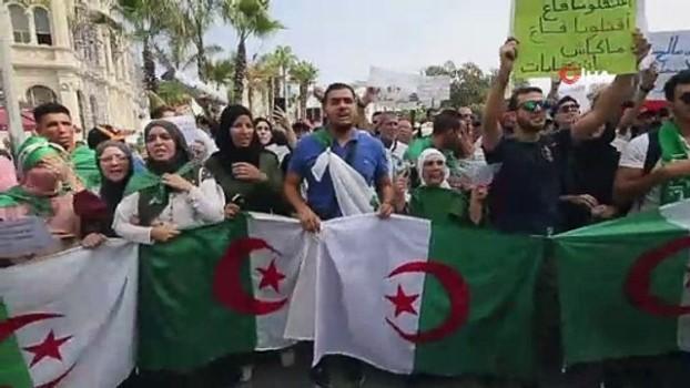 universite ogrencisi -  - Cezayirli öğrencilerden Cumhurbaşkanlığı seçimi protestosu