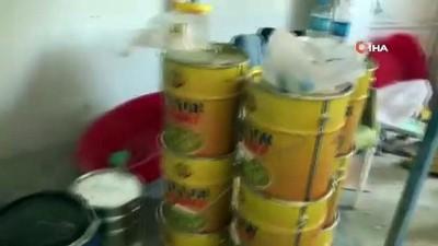 Eyüpsultan'da bir depoya yapılan operasyonda yüklü miktarda nargile tütünü ele geçirildi