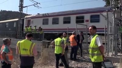 Kaza yapan kılavuz tren tünelden çıkarıldı - BİLECİK