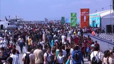 teknoloji - TEKNOFEST İstanbul üçüncü gününde ziyaretçilerini ağırlıyor - Akrobasi uçuşları - İSTANBUL