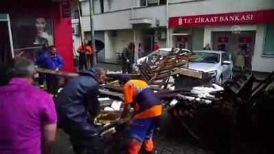 siddetli ruzgar - Aracıyla düşen çatının altında kalmaktan son anda kurtuldu - RİZE