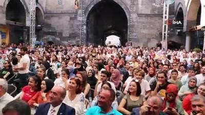 kabil -  Sivas'ta İlber Ortaylı izdihamı