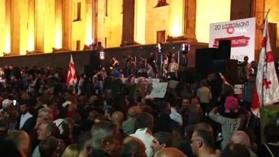 - Gürcistan'da hükümet karşıtı protesto - Protestocular hükümete kırmızı kart gösterdi