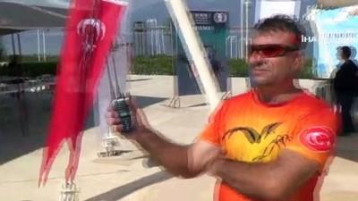 Serdar Yavuz ve Ali Es anısına yamaç paraşütü düzenlendi