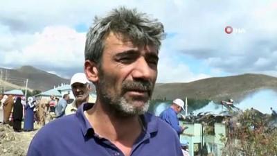 yangin yeri -  Arıbahçe köyünde yangın: 3 ev, 2 ağır kullanılamaz hale geldi