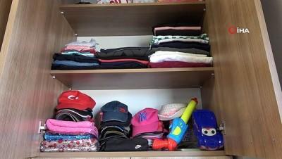 kiz kardes -  Denizli'de halk otobüslerinde unutulan eşyalar şaşkına çevirdi...Vatandaşlar cep telefonlarını, kredi kartlarını, anahtarlarını hatta bastonlarını dahi otobüste unuttu