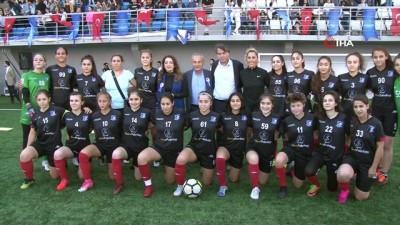 futbol maci -  Küçükçekmece'de kadınlar Seher Hudayari için sahaya çıktı
