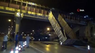 ilginc goruntu -  Damperi üst geçide takılan kamyon, takla attı: 2 yaralı