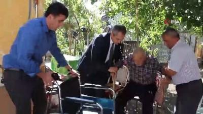 Diyalize giderken kucakta taşınan hastanın yardımına kaymakamlık koştu