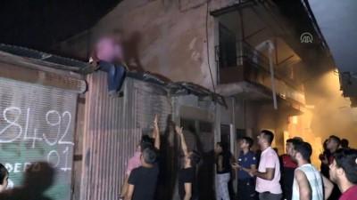 İçinde eski eşi ve çocuğu bulunan evi ateşe verdi - ADANA