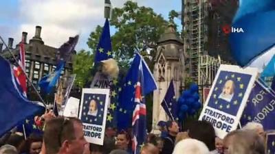 - İngiltere Başbakanı Johnson parlamentodaki üstünlüğünü kaybetti - Başkent Londra'daki Brexit protestoları devam ediyor