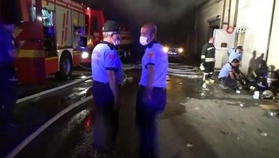 yangin yeri -  İplik atölyesinde çıkan yangın söndürüldü, 6 itfaiye eri dumandan etkilendi