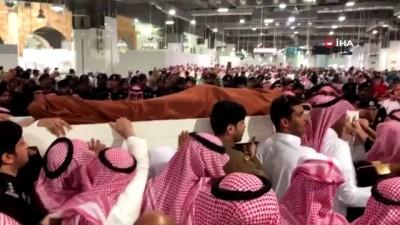 - Kral Selman'ın öldürülen yakın koruması için Mescid-i Haram'da cenaze namazı
