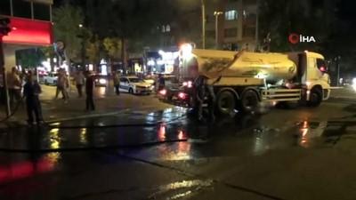 Seyir halindeyken alev alan otomobile esnaf müdahale etti