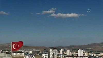 SOLOTÜRK ve Türk Yıldızları gösteri uçuşu yaptı