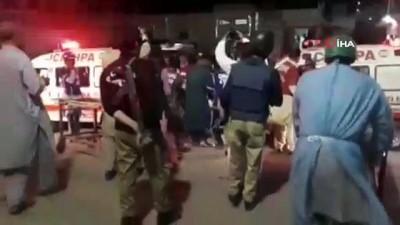 - Pakistan'da 2 bombalı saldırı: 1 ölü, 12 yaralı