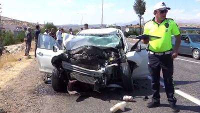 Kamyon ile otomobil çarpıştı: 3 yaralı - ADIYAMAN