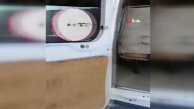 kacakcilik -  Minibüsün tavan kısmına zulalanmış 15 bin paket kaçak sigara ele geçirildi
