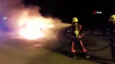 Seyir halindeki otomobil alev alev böyle yandı