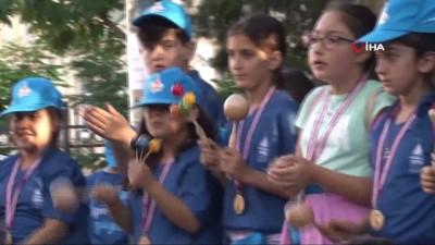 ali yildiz -  Galata Kulesi Meydanı'nda çocuklardan müzik ziyafeti