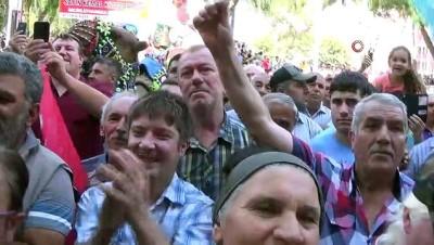 Kılıçdaroğlu'na deve sütü ikram ettiler