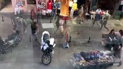 Motosiklet sürücüsünün park inadı esnafı bezdirdi...Esnafın bulduğu ilginç yöntem kamerada