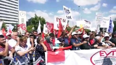Ankara'da 'emeklilikte yaşa takılanlar' eylemi