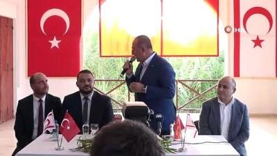 Dışişleri Bakanı Çavuşoğlu, resmi temaslarda bulunmak üzere geldiği Kuzey Kıbrıs Türk Cumhuriyeti'nin  Karpaz bölgesinde yer alan Yenierenköy beldesinde vatandaşlarla bir araya geldi
