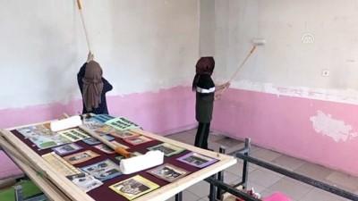 Milli Eğitim Müdürü tulum giyip okulu boyadı - AĞRI