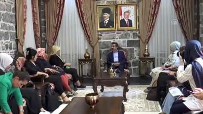 Vali Güzeloğlu, Diyarbakır'a gelen kadın gazetecileri kabul etti