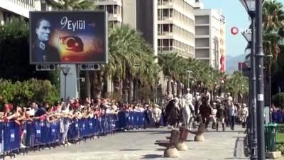siyasi partiler -  - Atlı süvariler Konak Meydanı'nda