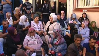 - Bakan Selçuk, HDP önünde eylem yapan aileleri ziyaret etti