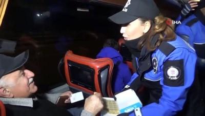 Burdur polisinden sürücülere ceviz ezmeli yılbaşı kutlaması