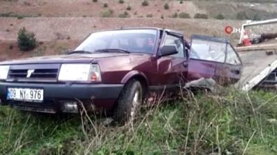 Lastiği patlayan otomobil yoldan çıktı: 2 yaralı