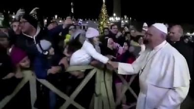 Papa, on binlerce kişinin önünde özür diledi
