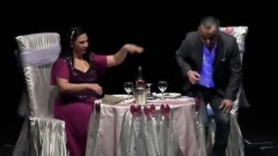 Bilecik'te 'İki Bekar' adlı tiyatro oyunu sahnelendi