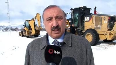 Elazığ'da karla mücadele çalışmaları aralıksız devam ediyor