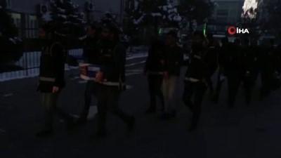 Muş merkezli 4 ilde göçmen kaçakçılarına darbe: 19 tutuklama