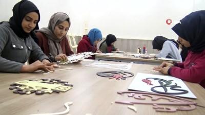 İmam hatip öğrencileri unutulmaya yüz tutmuş 'Naht sanatını' canlandırıyor