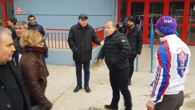 genel kurul - Kulüp başkanı ve futbolcu babası arasında maç sonrası gerginlik