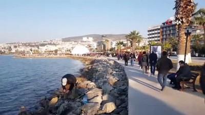 Kuşadası'nda sıcak havayı fırsat bilen vatandaşlar sahile akın etti