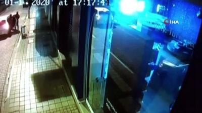 Kar maskeli hırsızlar, kaldırım taşıyla camı kırdı 50 saniyede akıllı telefonları böyle çaldılar
