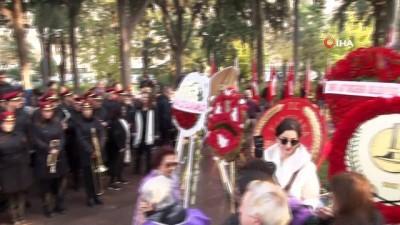 Atatürk'ün annesi Zübeyde Hanım, İzmir'deki mezarı başında anıldı