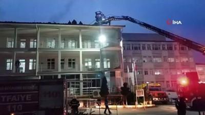 Hastane çatısında korkutan yangın