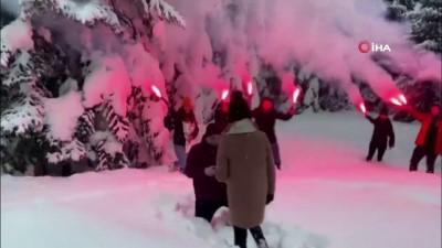evlilik teklifi -  - Uludağ'da karlar altında meşaleli evlilik teklifi